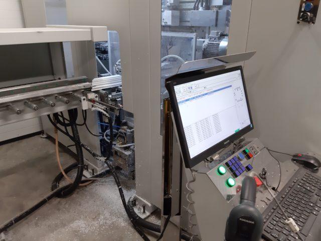les pofils sont usinés avec un matériel à la point des derniers technologies.