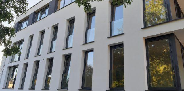 Réalisation de châssis Pvc pour un immeuble d'appartement à Martelange